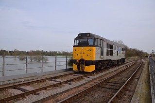 31271 runs across the River, in a positioning move to head the 12.20 departure to Peterborough (NVR). Nene Valley Railway Diesel  Gala 06 04 2018