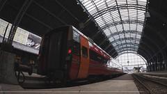 Dia 16: ¿cual es la hora exacta que tengo que partir? (Sebas Fonseca) Tags: train station alpha sony diariodeviaje trip travel norge norway bergen sebafonseca