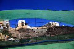 on the other side (Rasande Tyskar) Tags: morro jable fuerteventura islascanarias canaryislands canarias kanarischeinseln kanaren canary building sky gebäude himmel fence zaun blue green grün blau hotel