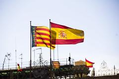 Plaza de toros de Valencia al viento (kum111) Tags: españa spain espagne spanien valencia reino regne espanya bandera nación patria país estado símbolo rojo amarillo azul