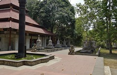 "INDONESIEN, Java, Buddh. Kloster (Tempel )  nahe Tempel Candi Mendut, 17276/9802 (roba66) Tags: reisen travel explorevoyages urlaub visit roba66 asien südostasien asia eartasia ""southeastasia"" indonesien indonesia ""republikindonesien"" ""republicofindonesia"" indonesiearchipelago inselstaat java tempelanlage tempel temple yogyakarta ""buddhisttemple"" buddha relief bauwerk building architektur architecture arquitetura klodster"