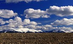 El sueño eterno II (alfonsocarlospalencia) Tags: segovia nieve azul nubes tierra mujer muerta blanco luz sueño infancia paseo senda nostalgia cumpleaños belleza naturaleza emoción sencillez inframundo descanso eternidad piedras paraíso