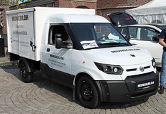 Electric delivery vehicle (Schwanzus_Longus) Tags: delmenhorst german germany modern new car vehicle box van electric delivery street scooter streetscooter work