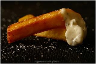 fries with garlic sauce