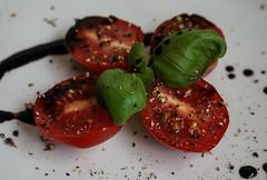 Macro Mondays: Condiments - Gewürze (Körnchen59) Tags: macromondays condiments gewürze salt pepper basil balsamic salz pfeffer basilikum balsamico lebensmittel körnchen59 elke körner sony