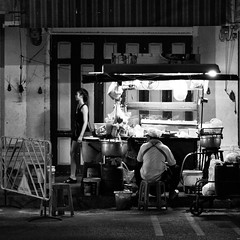 Street-food in Bangkok (Simon BOISVINET) Tags: 2014 bangkok thailande voyage night food streetfood acros blackandwhite trip photography cuisinederue street streetphotography ngc