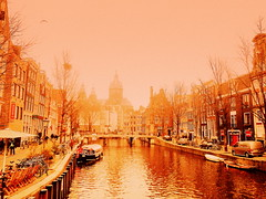 on our way to the red light disctrict... (Bambola 2012) Tags: amsterdam paesibassi nizozemska netherlands win inverno zima water acqua voda canal canale kanal church chiesa crkva redlightdistrict