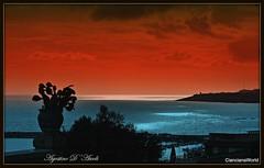 Tramonto sul mare con vaso - Marzo-2018 (agostinodascoli) Tags: mare cielo sunset tramonto sciacca sicilia agostinodascoli colore fullcolor nikon nikkor rosso photoshop creative art digitalart landscape paesaggi