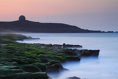 老梅綠石槽 (Lavender0302) Tags: 夕陽 石槽 海蝕溝 老梅 石門 新北市 台灣 taiwan sunset bluehour carlzeissplanar t 1750mm cymount