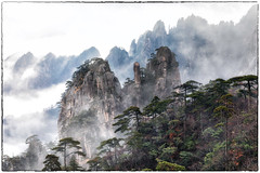 HuangShan (Ben-ah) Tags: 黃山 seaofcloud mountainpeak huangshan yellowmountain landscape anhui china unesco unescoworldheritagesite jutted peak mountain chinesepainting granite travelphotography cloud fog tree forest pine
