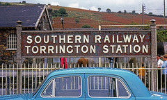 R2594.  Torrington Station. (Ron Fisher) Tags: exeterflyer lswr londonsouthwesternrailway southernrailway southernregion train transport rail railway railroad eisenbahn chemindefer torringtonstation station railwaystation gare bahnhof