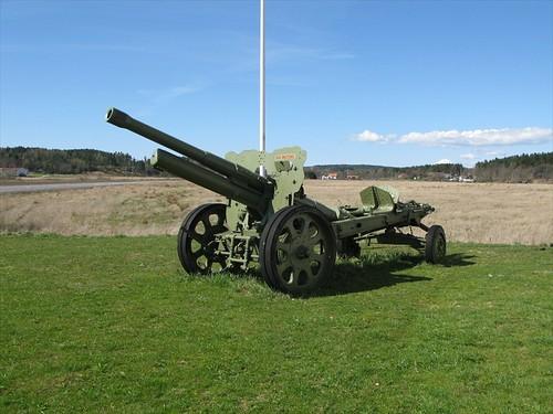 Bofors 10,5 cm kanon vid Kareby Bil i Kareby 2010