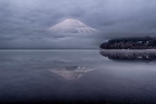 Lake Yamanaka misty morning