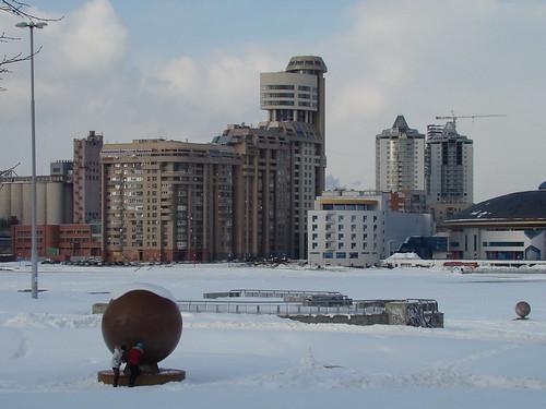 Вид на Городской пруд от администрации города ©  ayampolsky