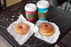 Coffee Break (SomePhotosTakenByMe) Tags: donut coffee kaffee starbucks balkon balcony food essen lebensmittel urlaub vacation holiday usa america amerika unitedstates california kalifornien sandiego stadt city outdoor meal mahlzeit coffeebreak kaffeepause