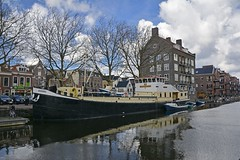 Vlaardingen (Mary Berkhout) Tags: maryberkhout haven boot water vlaardingen huizen gebouwen boat river tree building sky city