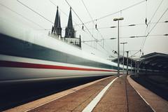 trainspotting (christian mu) Tags: köln cologne germany train ice station hauptbahnhof cathedral kölnerdom longexposure christianmu 252 25mm batis252 zeiss sony sonya7riii sonya7rm3 vanishingpoint urban trainstation centralcation
