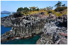 大浦海岸柱狀節理帶   Daepo Jusangjeolli Cliff (주상절리(대포동지삿개)) (Alice 2018) Tags: sony sonyepz1650mmf3556oss sonynex5r blue green island sea seacoast sky 2017 korea asia water rock jinju spring