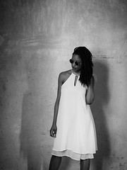 619 (Daniel Hammelstein) Tags: lumix panasonic lumixg9 g9 mft microfourthirds systemkamera mirrorless bonn portrait portraitfotografie danielhammelstein beauty schwarzweiss monochrome dress glasses sunglasses