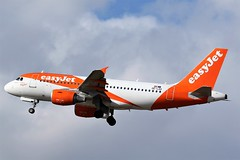 OE-LQX  EASYJET AIRBUS A319. NEWCASTLE AIRPORT (toowoomba surfer) Tags: airbus airline airliner aviation aircraft ncl egnt jet aeroplane
