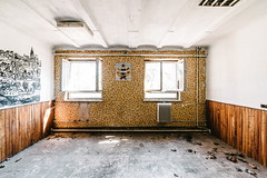 09/30 2017/04 (halagabor) Tags: urban exploration urbex urbanexploration decay derelict lost forgotten lostplaces abandoned abandonment room hungary hungarian budapest army base old nikon d610 manualfocus military wide wideangle windows window soviet socialism commander