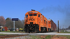 Pick 9507 (GLC 392) Tags: states southern sign smoke hills down poles road highway perfect sun sky ge u18b pick pickens 9502 9507 anderson sc morning south carolina railroad railway train burp chug baby boat locomotive up grass car tree line switch