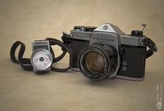 Pentax Spotmatic (Philippe Bélaz) Tags: anciens appareils argentique collections matériels objets packshot photo posesmètres rareté
