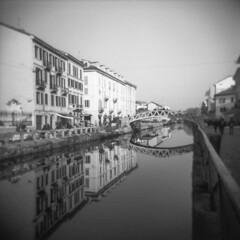 Milano (Valt3r Rav3ra - DEVOted!) Tags: holga holgacfn lomo lomography analogico analogica analog analogue film milano medioformato mediumformat 120 6x6 toycamera plasticcamera reflections riflessi valt3r valterravera visioniurbane urbanvisions streetphotography street naviglio bw biancoenero blackandwhite ilford ilfordfp4
