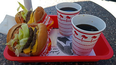 Lunch at In-n-Out Burger, Temecula, CA (SomePhotosTakenByMe) Tags: food essen lebensmittel meal mahlzeit lunch burger hamburger cheeseburger innout restaurant coke cocacola temecula urlaub vacation holiday usa america amerika unitedstates california kalifornien outdoor