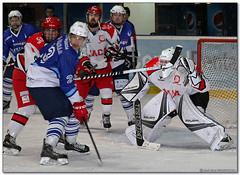 Hockey Hielo - 41 (Jose Juan Gurrutxaga) Tags: file:md5sum=2fbf3334d5a5e214e8fa8ae5f843603d file:sha1sig=3195708ba6da0d8f62b06ed0e6fb174189897729 hockey hielo izotz ice txuri urdin txuriurdin jaca