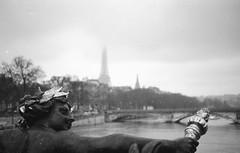 les fantômes de la vieille ville  (Ghosts of the old city) (l'imagerie poétique) Tags: hbmt filmphotography analogphotography pentaxmesuper 50mmf18 kodakfilm tax100 selfdeveloped poeticimagery limageriepoétique paris lepontalexanderiii dust scannednegative