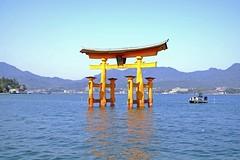 tn__DSF0138 (cadacha) Tags: 日本 japan 広島 宮島 厳島 鳥居 世界遺產 山陽地方 中国地方 漲潮 hightides