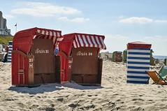 Braun 31 + 30 (Jos Mecklenfeld) Tags: borkum niedersachsen germany deutschland duitsland beach strand strandkörbe strandkorven beachbaskets summer sommer zomer sonynex3n sonylaea2 minoltaaf50mmf17 minolta de