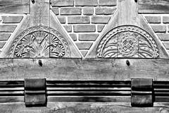 DSC_2894-2 Schnitzerei an einem historischen Fachwerkhaus in Soltau. (stadt + land) Tags: bilder stadt soltau lüneburger heide lüneburgerheide bundesland niedersachsen landkreis heidekreis fotos sehenswürdigkeiten stadtportrait reisefotografie schnitzerei historisches fachwerkhaus