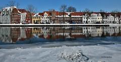 Zugefrorene 0bertrave in Lübeck (petra.foto busy busy busy) Tags: fotopetra canon 5dmarkiii lübeck trave winter eis spiegelung reflexion obertrave malerwinkel altstadt altstadthaus city
