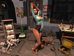 kittens and pups all over :D (JoytiBloom of Second Life) Tags: darkfire originalmesh mesh original eryntieduptop erynshort belleza maitreya slink