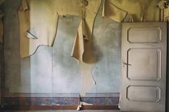 Paper (Attilio Frignati) Tags: abandoned abbandono urbex urbanexploration decay ruined canoneos70d