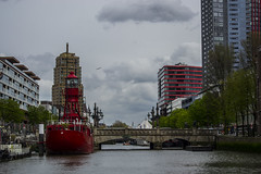 Rotterdam, South-Holland (Adrià Páez) Tags: rotterdam southholland zuidholland holland the netherlands nederland europe nikon d3100 city river bridge boat sky clouds red buildings water