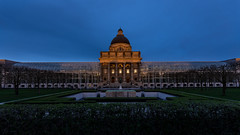 Bavarian State Chancellery - Bayerische Staatskanzlei (hjuengst) Tags: bavaria bayern bayerischestaatskanzlei hofgarten bavarianstatechancellery blue bluehour bluesky blauestunde germany munich münchen