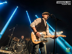 Michel Molinera (yiyo4ever) Tags: stafas concierto concert luces stage escenario guitarra cantante guitar guitarplayer olympus omd em5 em5ii oly olympusomd mft m43 zuiko1240mmf28 lumix zuiko
