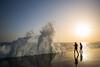 Éclaboussures (M. Xeimonas) Tags: sky sun soleil sol mar mare agua sea wave vague moment freeze fast nature impress discover children play happy colors