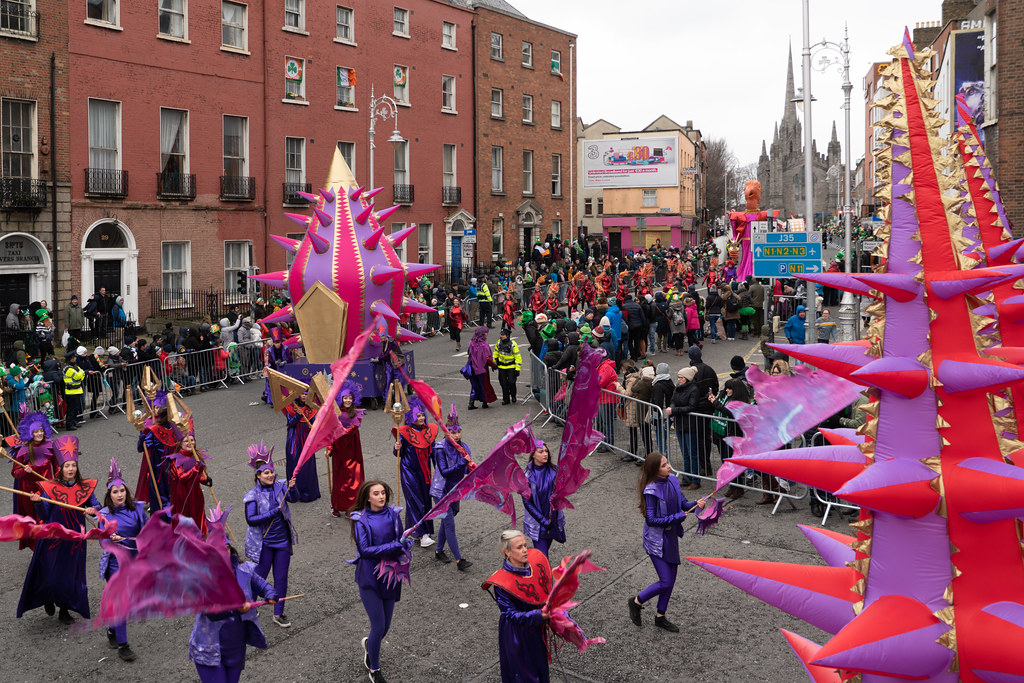 SPIKY TRIBE BY THE INISHOWEN CARNIVAL GROUP [DUBLIN PARADE 17 MARCH 2018]-137740