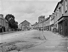 Main Street, Cashel, Co. Tipperary (National Library of Ireland on The Commons) Tags: robertfrench williamlawrence lawrencecollection lawrencephotographicstudio thelawrencephotographcollection glassnegative nationallibraryofireland cashel cotipperary southtipp mainstreet cashelofthekings kingsofmunster kearneyscastle countytipperary townhall mullins cityhall heritagecentre buttermarket