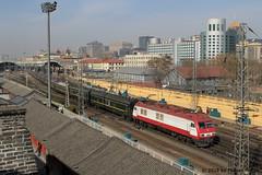 I_B_IMG_8374 (florian_grupp) Tags: asia china locomotive train railway railroad passenger diesel electric beijing station citywall beijingmainstation chaoyang peking cnr chinanationalrailway traffic bluesky