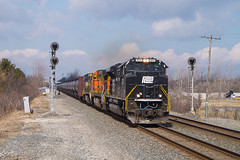 NS 66Z Huron, OH (Nolan Majcher) Tags: ns norfolk southern emd sd70ace 1073 pc penn central heritage unit 66z cd 234 huron oh ohio chicago line waterlevel route
