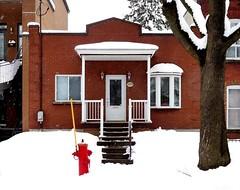 Montréal, 14 mars 2018. Le 5974, ave. des Érables. (DubyDub2009) Tags: architecture façade avedesérables shoebox maisonàunseulniveau rosemont petitepatrie
