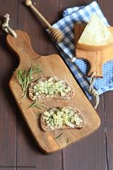 Bruschette con pecorino sardo, rosmarino e miele 2 (Giovanna-la cuoca eclettica) Tags: bruschette formaggi stilllife antipasti healthy healthyfood vintage food cibo