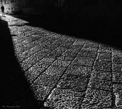 Via di luce (alessandrochiolo) Tags: sicilia siciliabedda street streetphoto sicily sky streetphotography streetphotografy biancoenero bw bn blackandwhite strada palermo luci luce ombre shadow