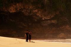 IOI_5134  Photo Opportunity (Indah Obscura) Tags: seaside sandy beach photographer
