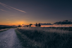 La Toscana (Ricardo Martinez Fotografia) Tags: 2017 atardecer capella capilla d810 italia italy landscape nikon paisaje ricardomartinezcl sunset toscana travel tuscany viajar vitaleta